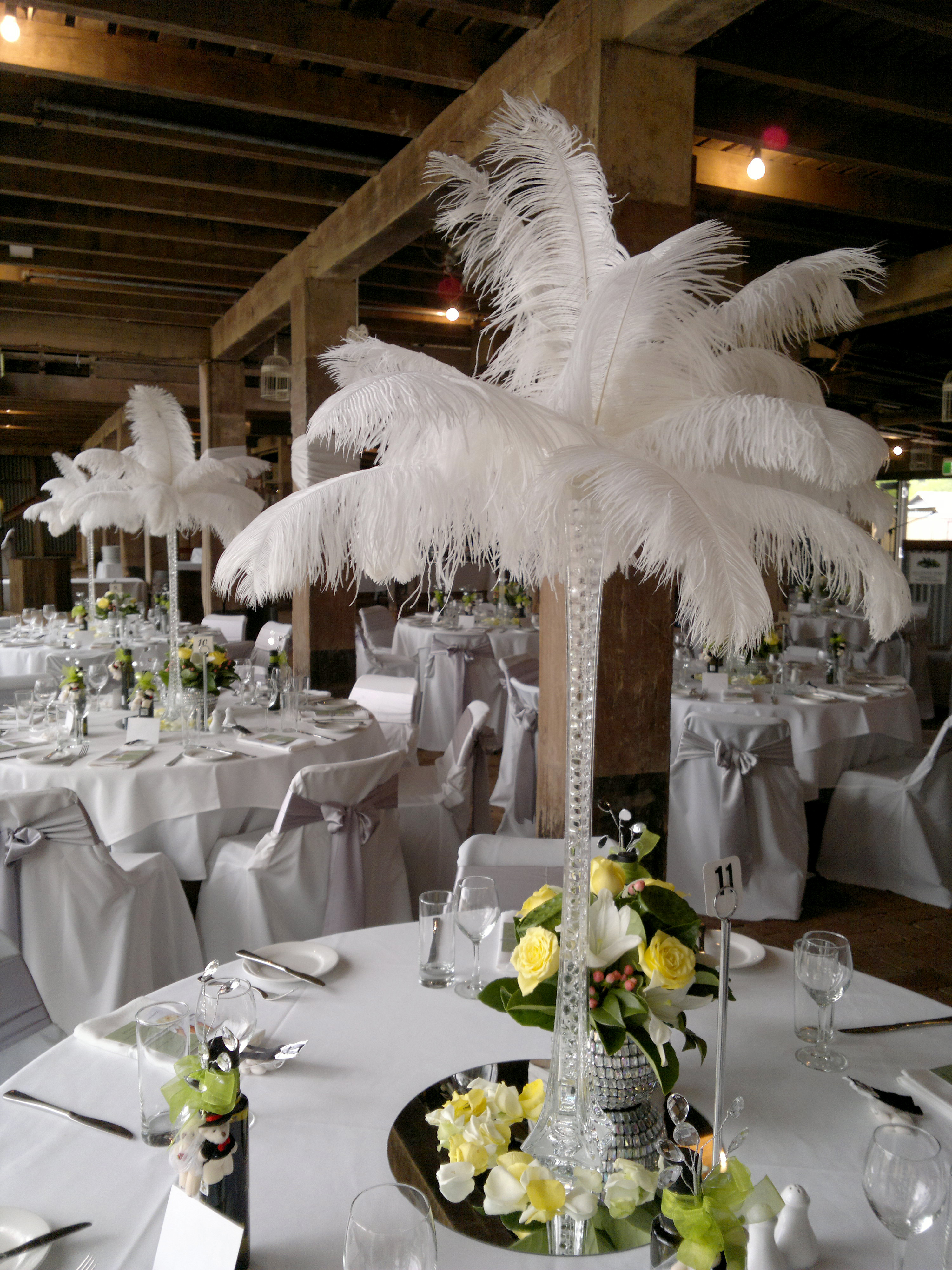 White Ostrich Feathers in Clear 80cm Eiffel Tower Vase