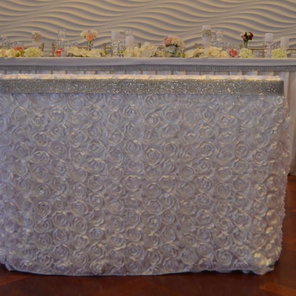 White rossette table cloth